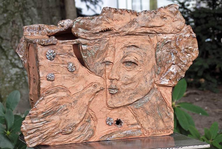 Masken und skulpturen barbara jankowska auf for Gartenskulpturen aus ton