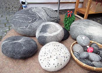 kreatives aus filz filzsteine filzh te und schuhe auf. Black Bedroom Furniture Sets. Home Design Ideas